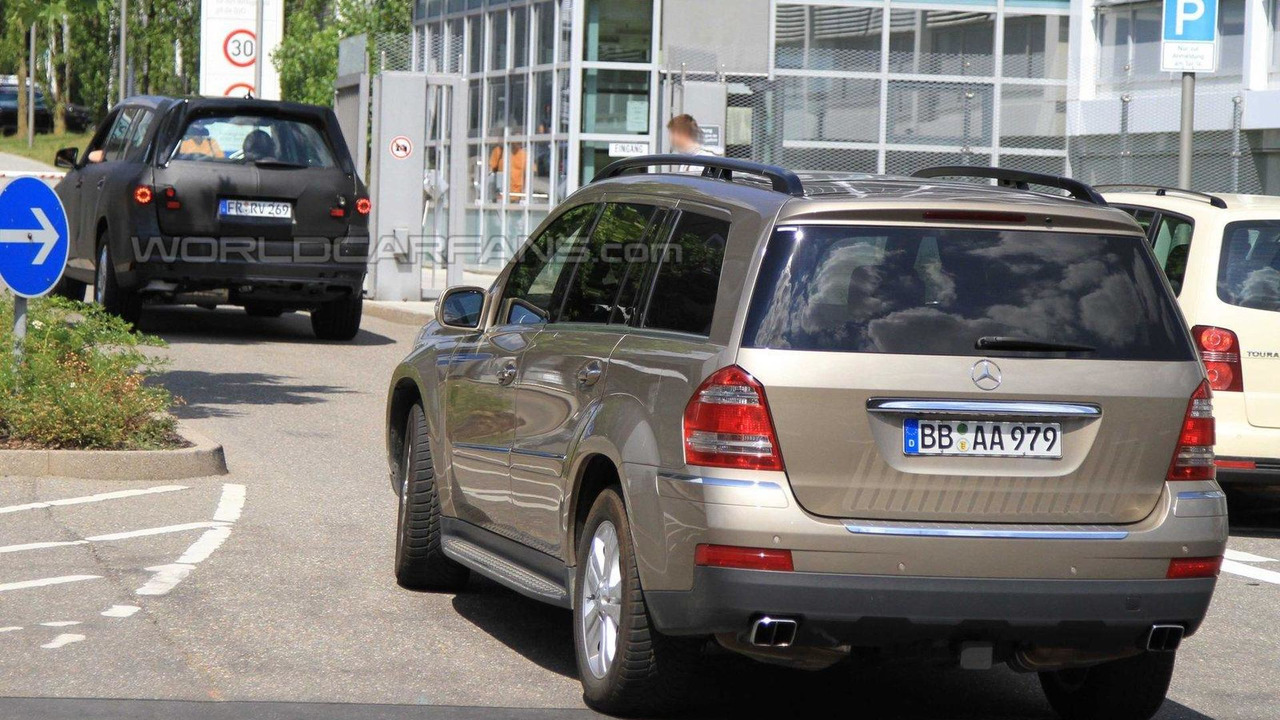 2012 Mercedes GL-Class spy photo 20.07.2010
