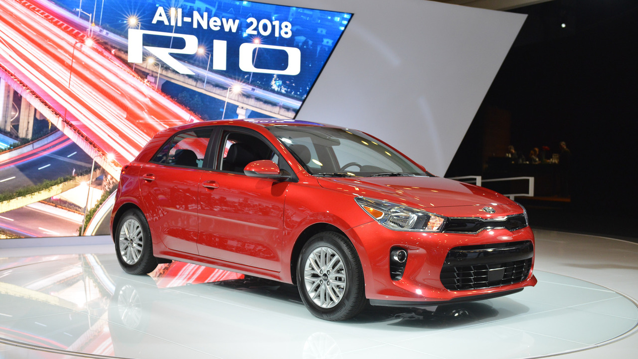 2018 kia rio sedan shows crisp new design in new york. Black Bedroom Furniture Sets. Home Design Ideas