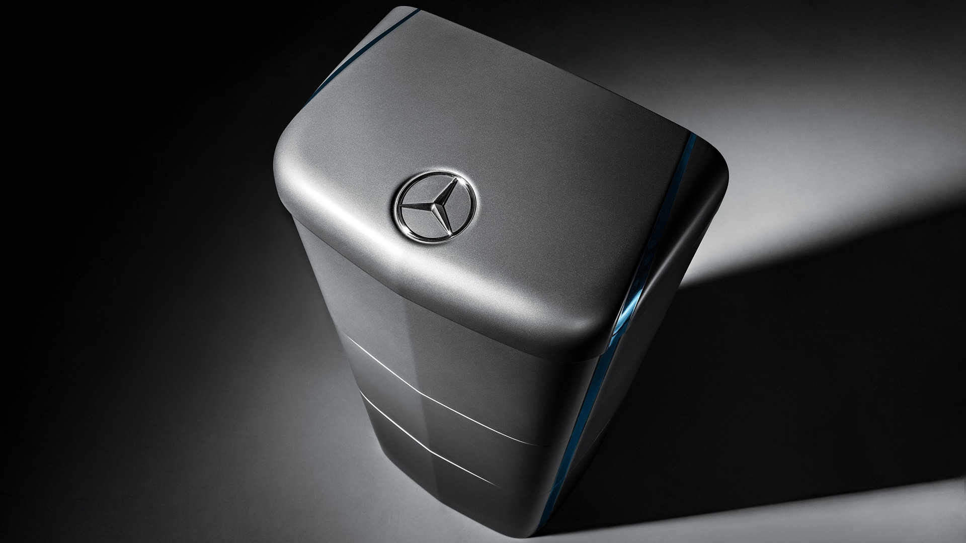 Mercedes energy storage units ready to power u k homes for Mercedes benz energy storage system