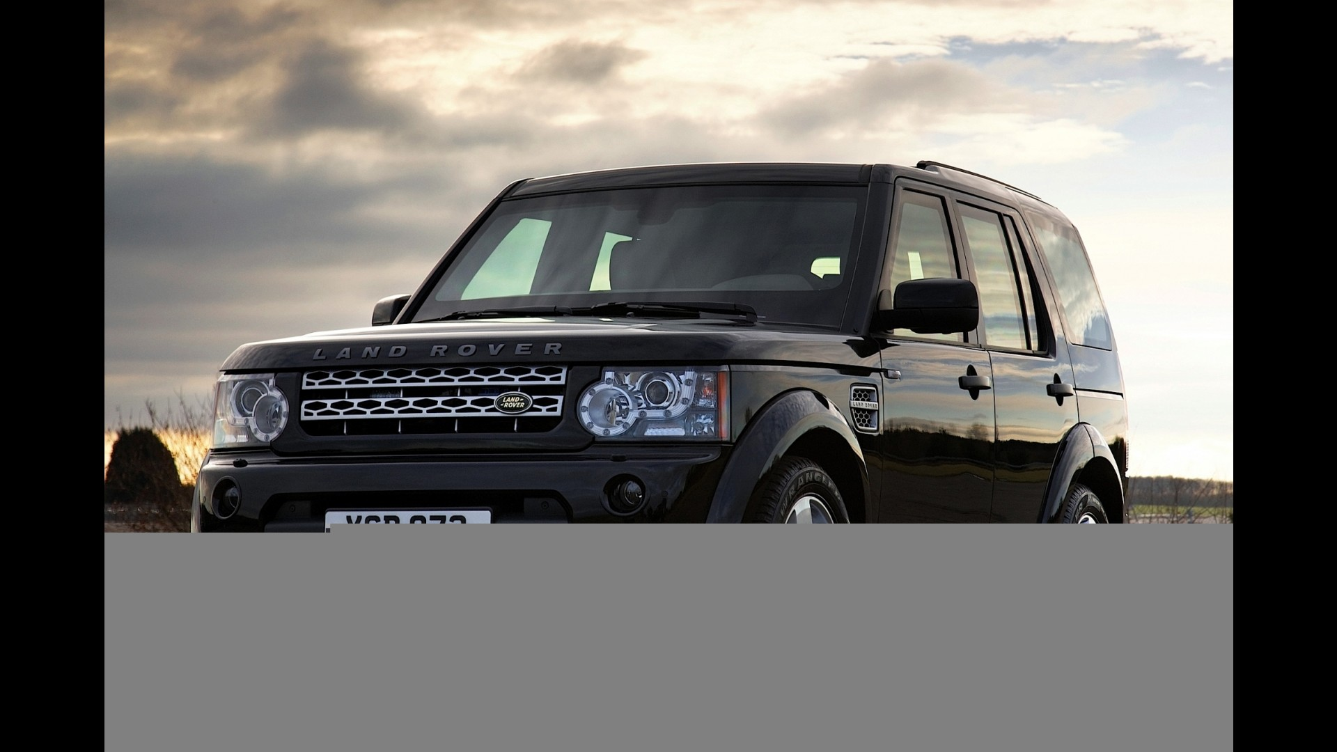 https://icdn-4.motor1.com/images/mgl/8W8y3/s1/land-rover-lr4-armored.jpg