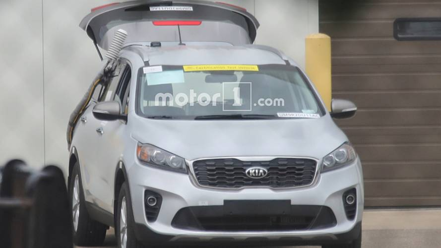 Kia Sorento Diesel Spied During Testing