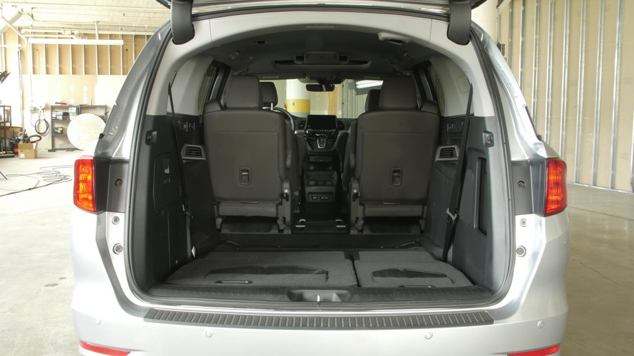 Honda odyssey interior length for Chrysler pacifica vs honda odyssey
