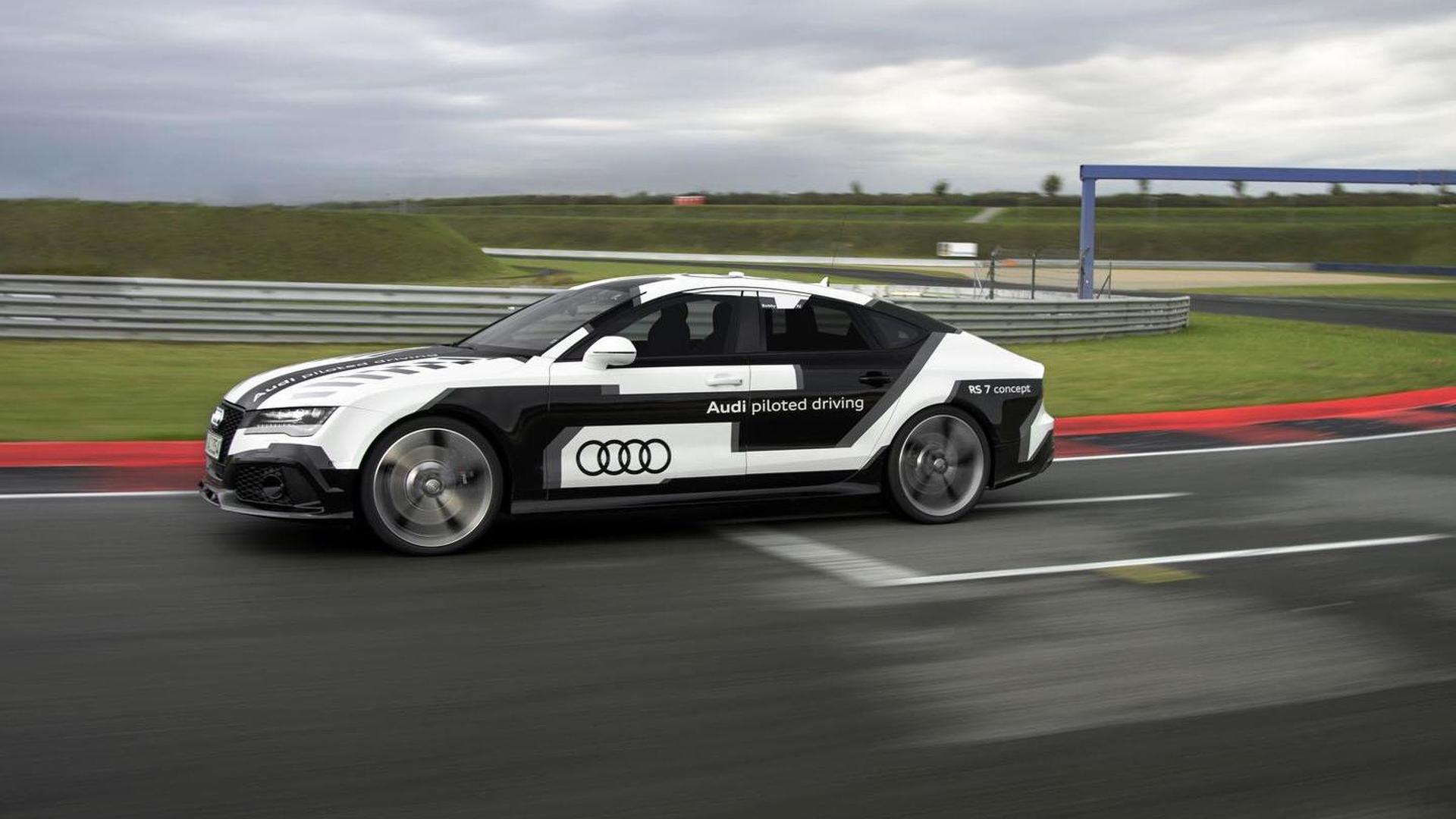 Самоуправляемая Audi RS7