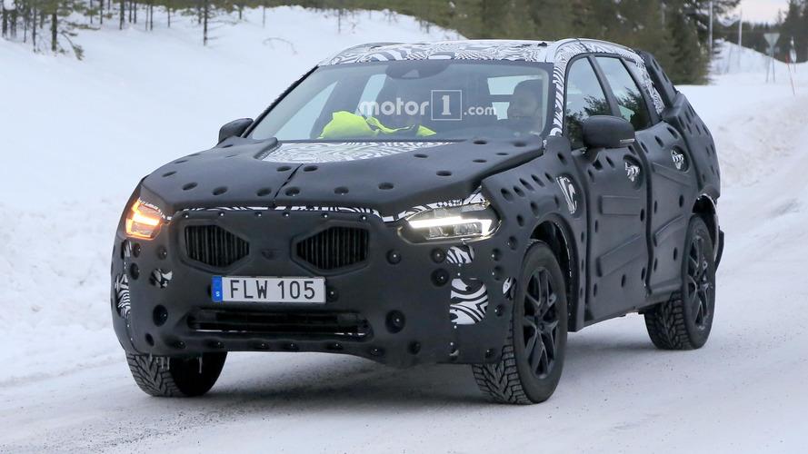Flagra - Volvo XC60 de próxima geração é pego em testes