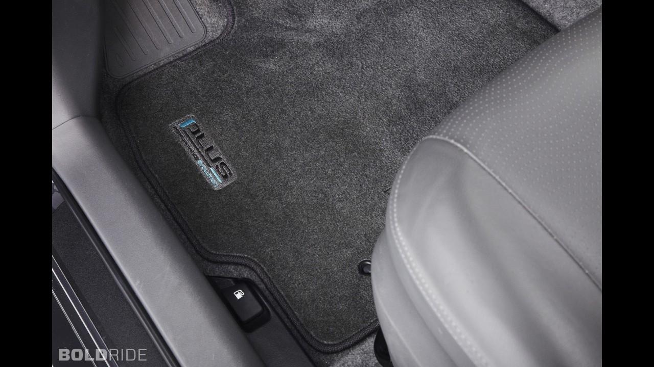 Toyota Prius PLUS Performance Package