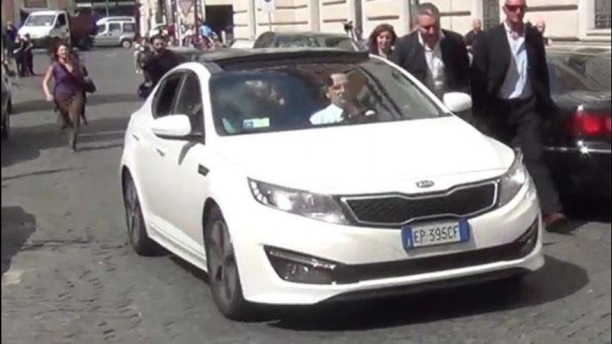 Beppe Grillo e la sua strana auto ibrida