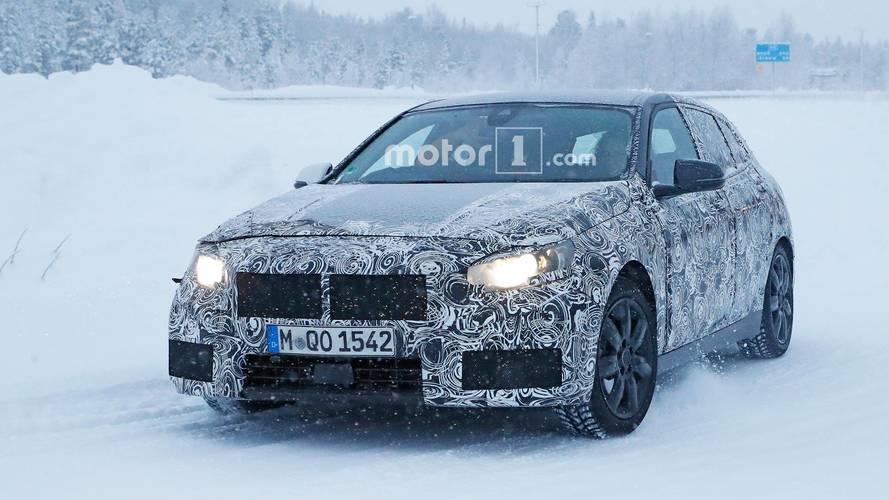 Yeni BMW 1 Serisi kış testinde kamuflajlı olarak görüntülendi