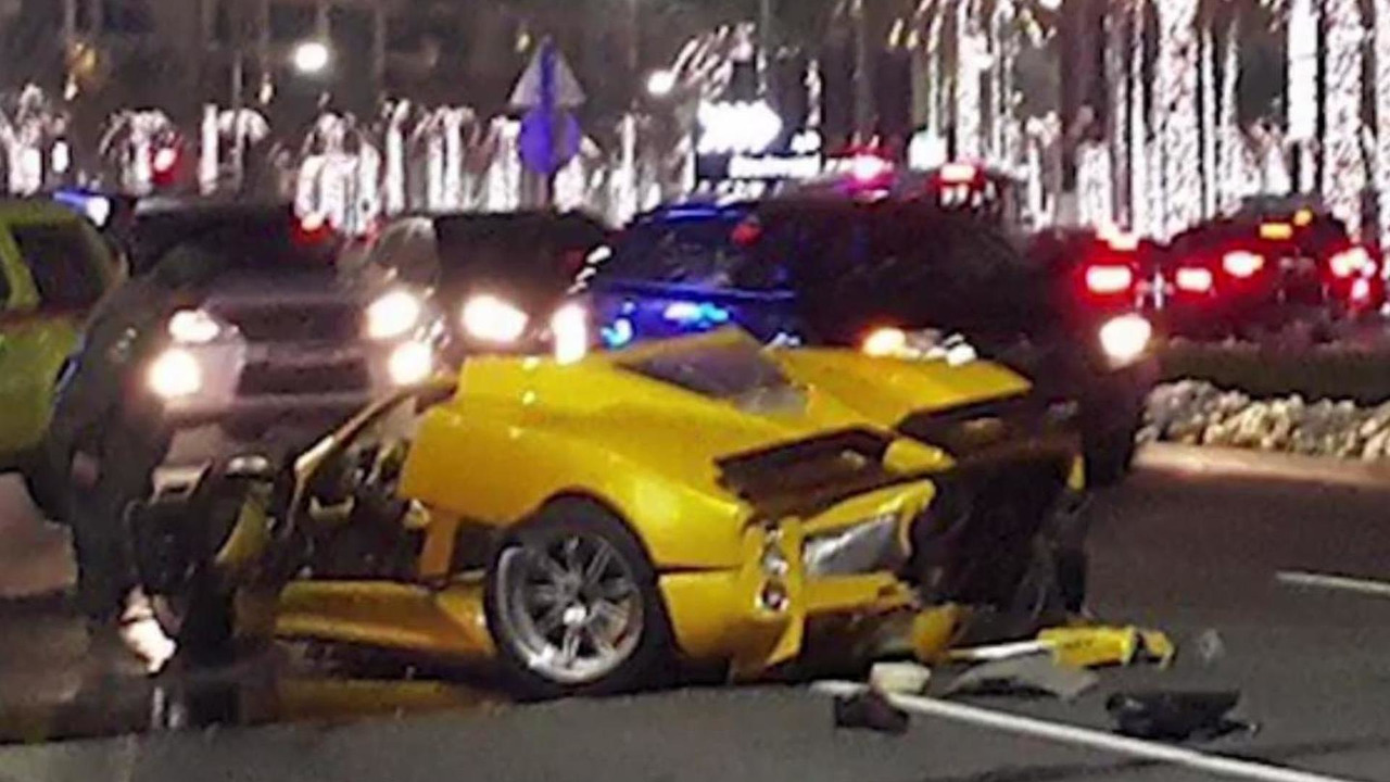 Pagani Zonda F crash in Dubai