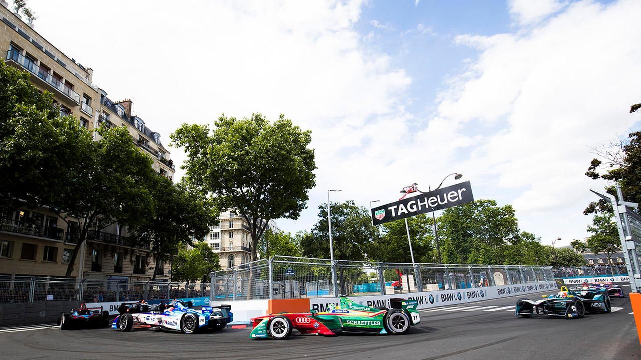 Antonio Felix da Costa, Amlin Andretti Formula E Team. leads Lucas di Grassi, ABT Schaeffler Audi Sport