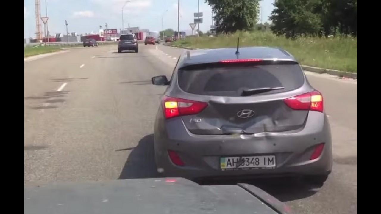 Vídeo: motorista de i30 dá