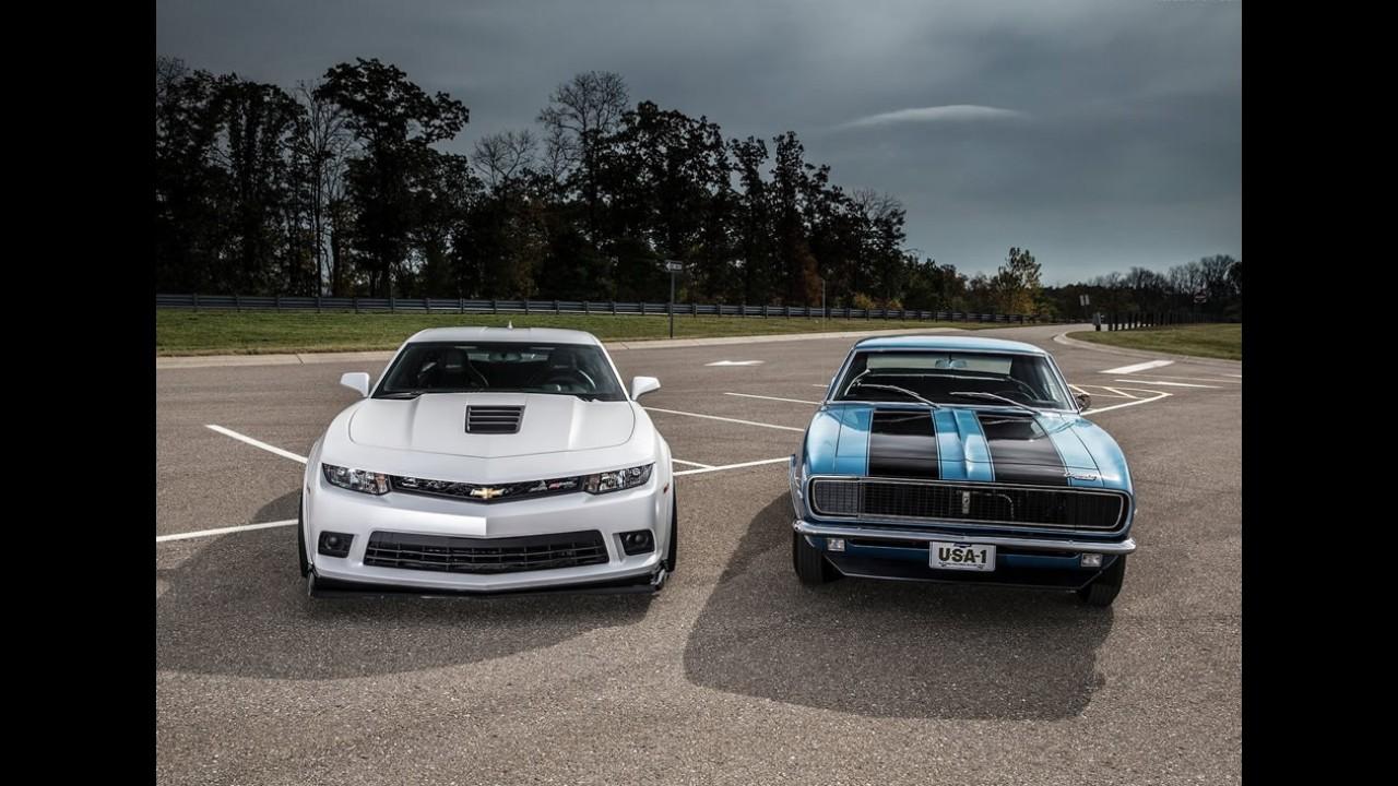 Camaro dá parabéns ao Mustang, seu maior rival, pelo aniversário de 50 anos