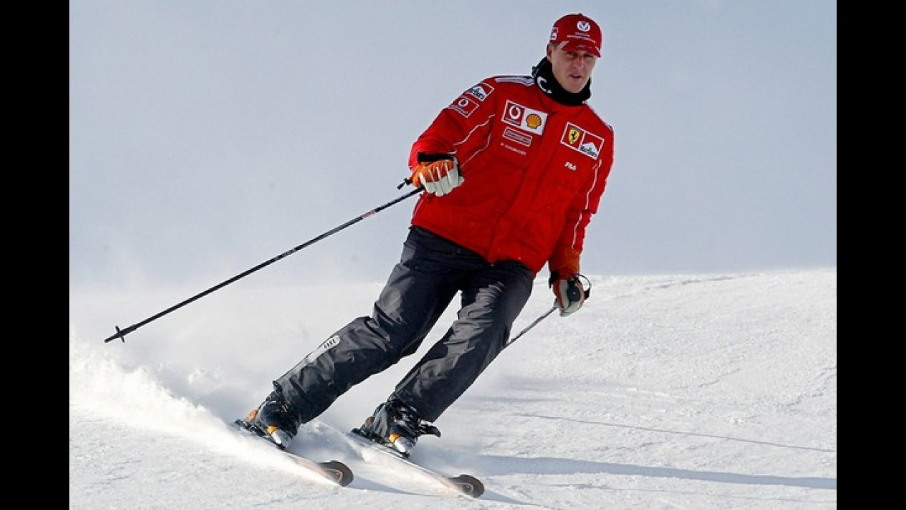 Schumacher sai do coma e é transferido para hospital suíço