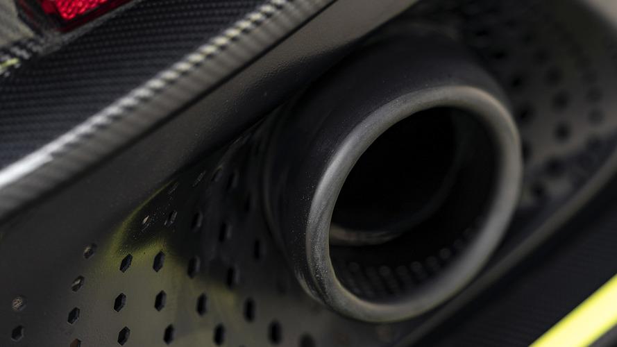 Aston Martin DB11 AMR, la prova