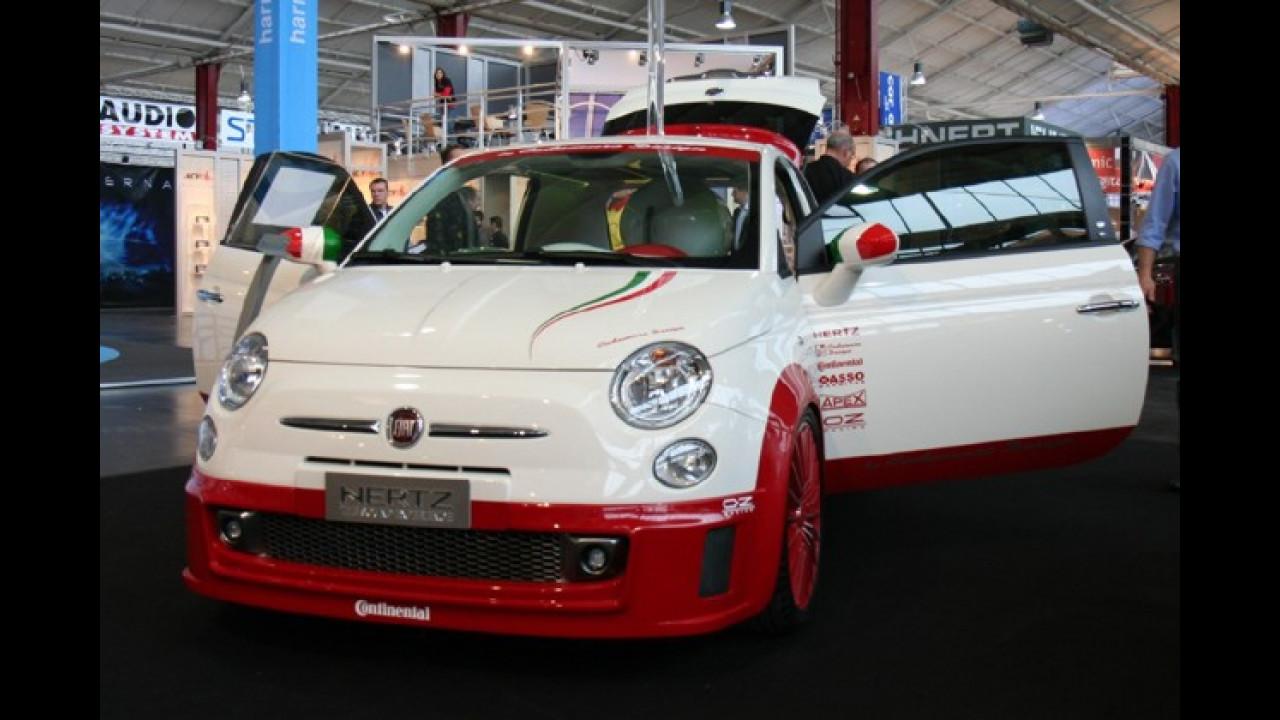 Die italienische Knutschkugel Fiat 500 ist auf der Car + Sound immer wieder anzutreffen