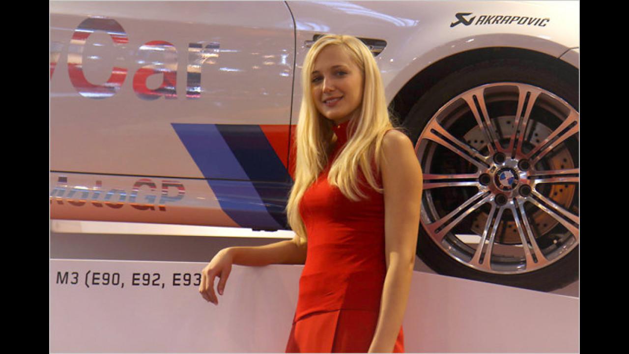 Diese Dame kann uns sicherlich in aller Ausführlichkeit die Historie von 25 Jahren BMW M3 berichten