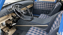 """Chequered sports seats and a mix between the sporty 300 SL and the unassuming Mercedes-Benz 180 passenger car - a view of the surprisingly comfortable """"workstation"""" in """"The Blue Wonder""""."""