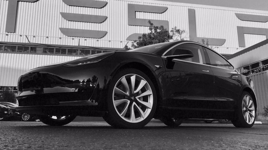Tesla Model 3 começa a ser produzido