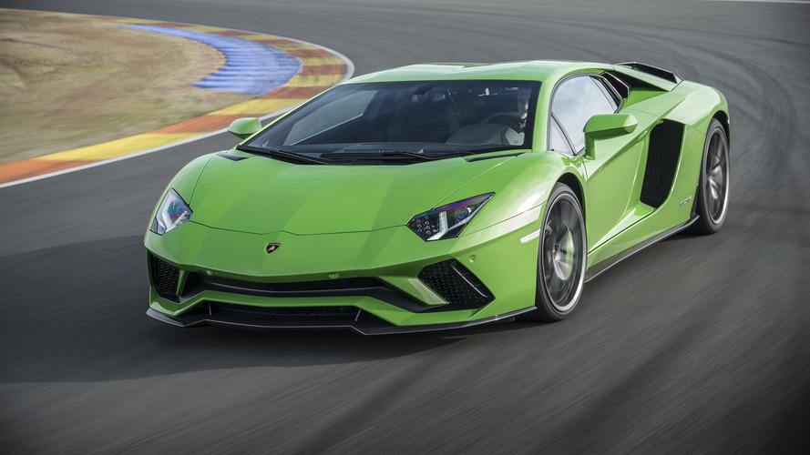 Lamborghini Aventador'un halefi elektrikli bir V12 ile gelecek