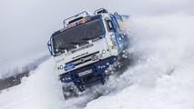 Un Kamaz en vídeo, saltando sobre la nieve