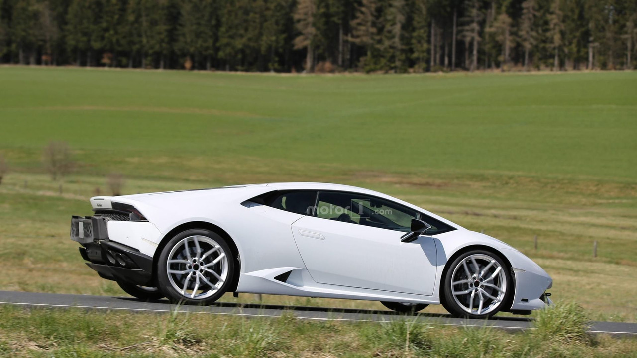 2017 Lamborghini Huracan Superleggera spy photo