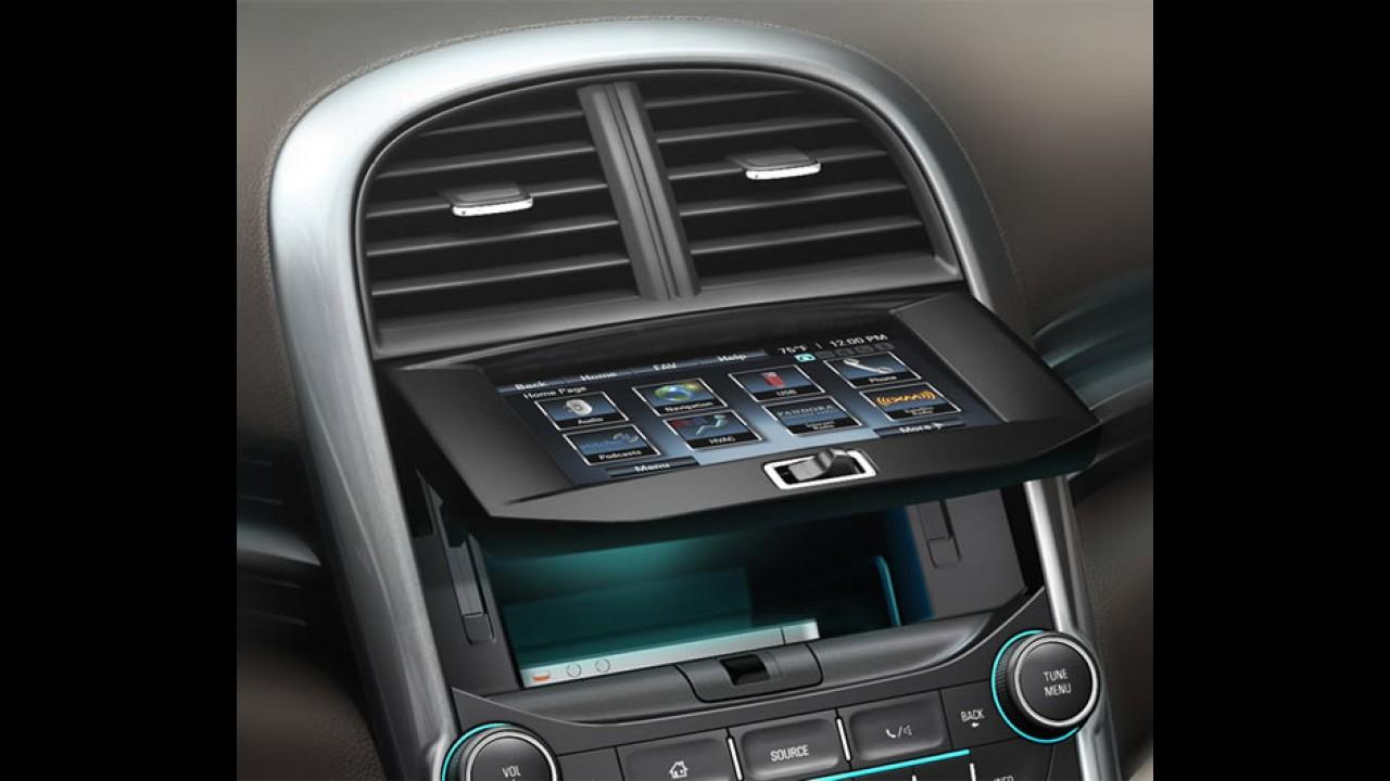 Novo Chevrolet Malibu 2013 aparece novamente