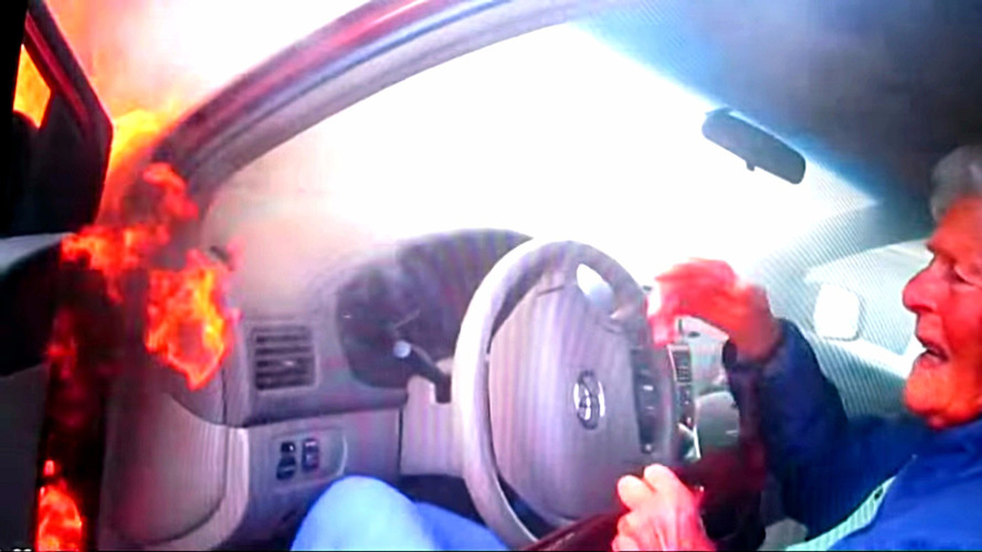 Watch a cop save 87-year old woman from burning car