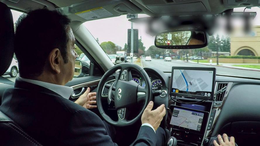 Carlos Ghosn se met au volant d'une voiture autonome
