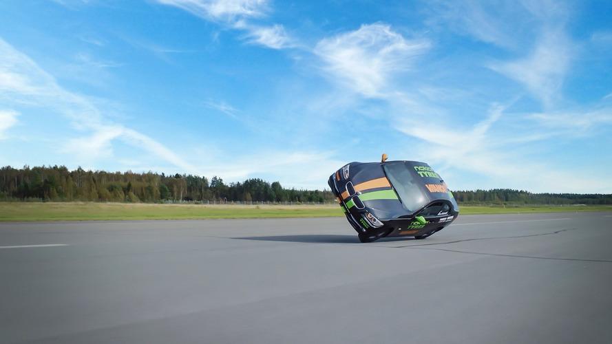 Çılgın Finler dünyanın en hızlı 'yan wheelie'sine' yaptı