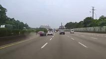 Ferrari sürücüsü iki otomobili birbirine çarptırdı