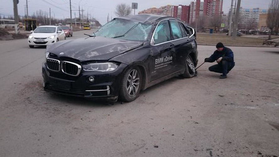 Prospective buyer crashes BMW X5 during a test drive in Russia