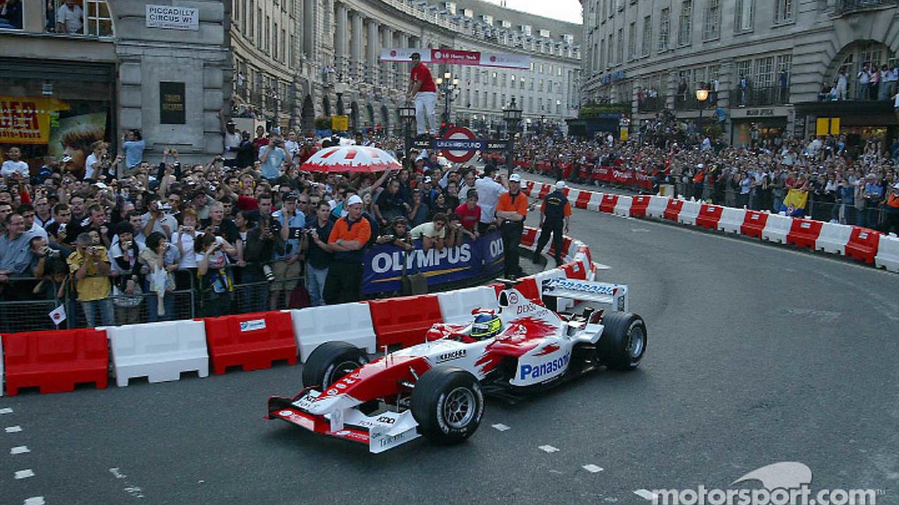 Cristiano da Matta in action on Regent Street