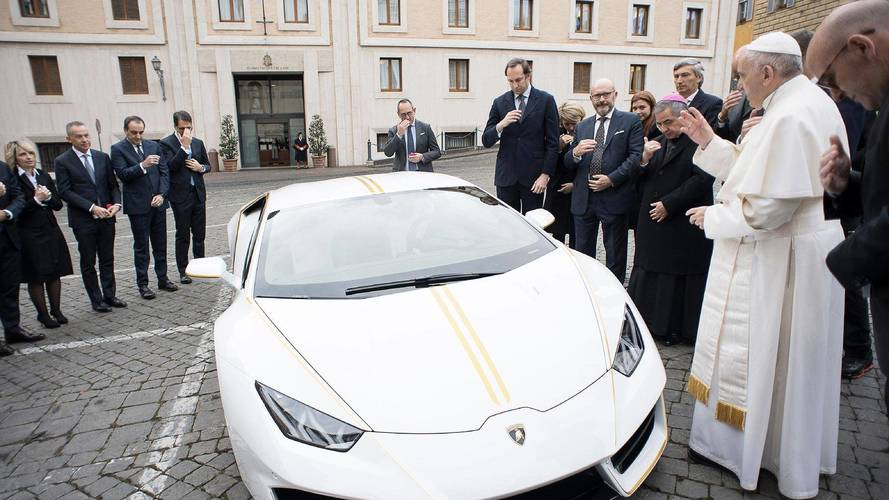 Pope auctions Lamborghini to support Christians in Iraq