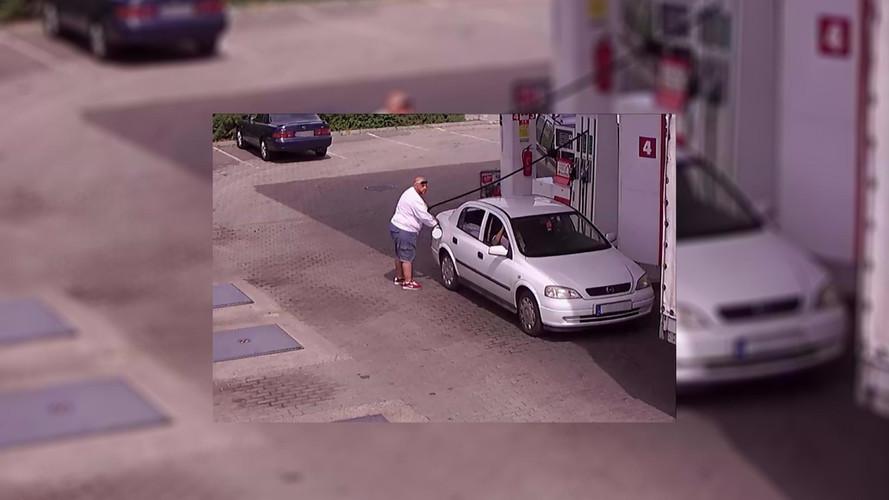Lopott rendszámmal tankolt, keresi a rendőrség a képen látható úriembert