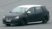 Toyota Auris Verso spy photos