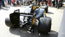 Pirelli reveal a mock up of what a 2017 F1 car look like