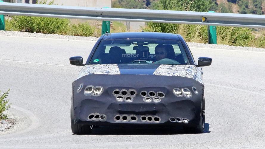 Daha geniş hava girişlerinin gizlendiği 2018 BMW M5, test esnasında görüntülendi