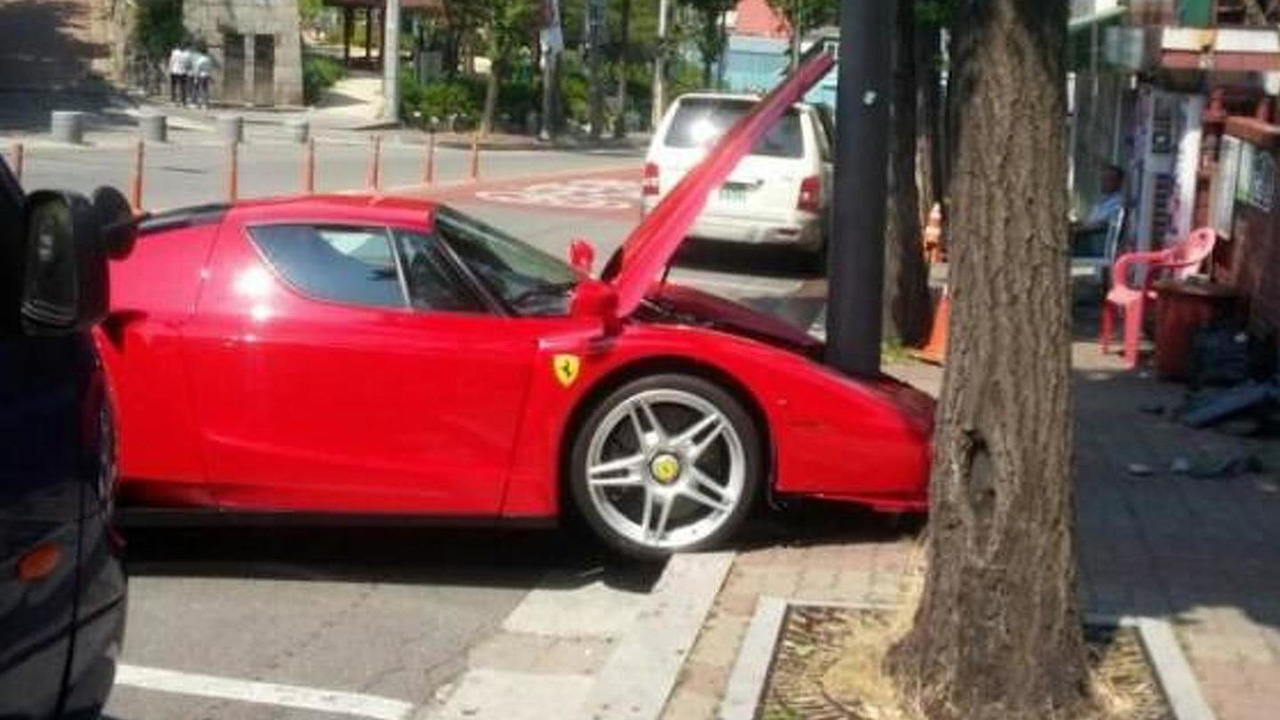Ferrari Enzo crash in South Korea