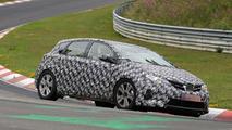 2015 / 2016 Toyota Auris Cross spy photo