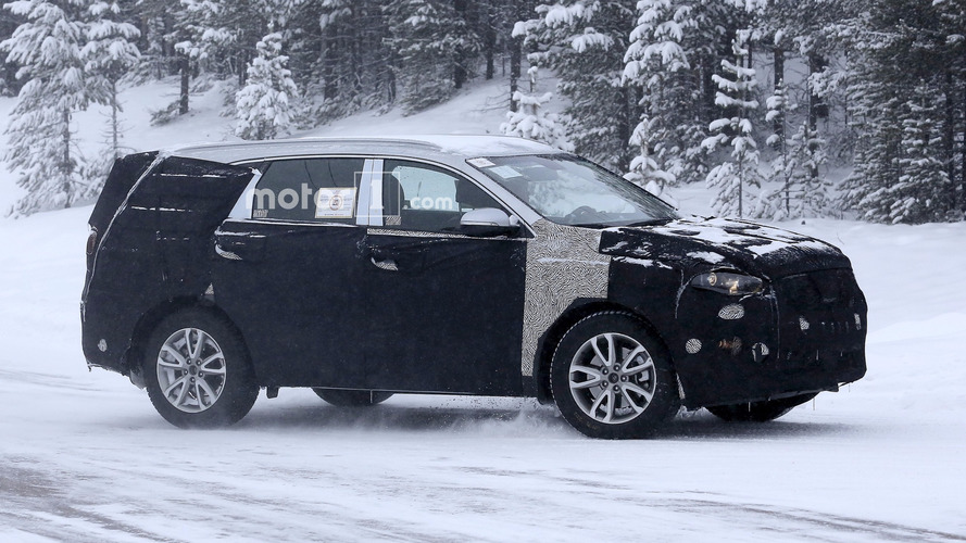 Kia Sorento returns in new spy photos [UPDATE]