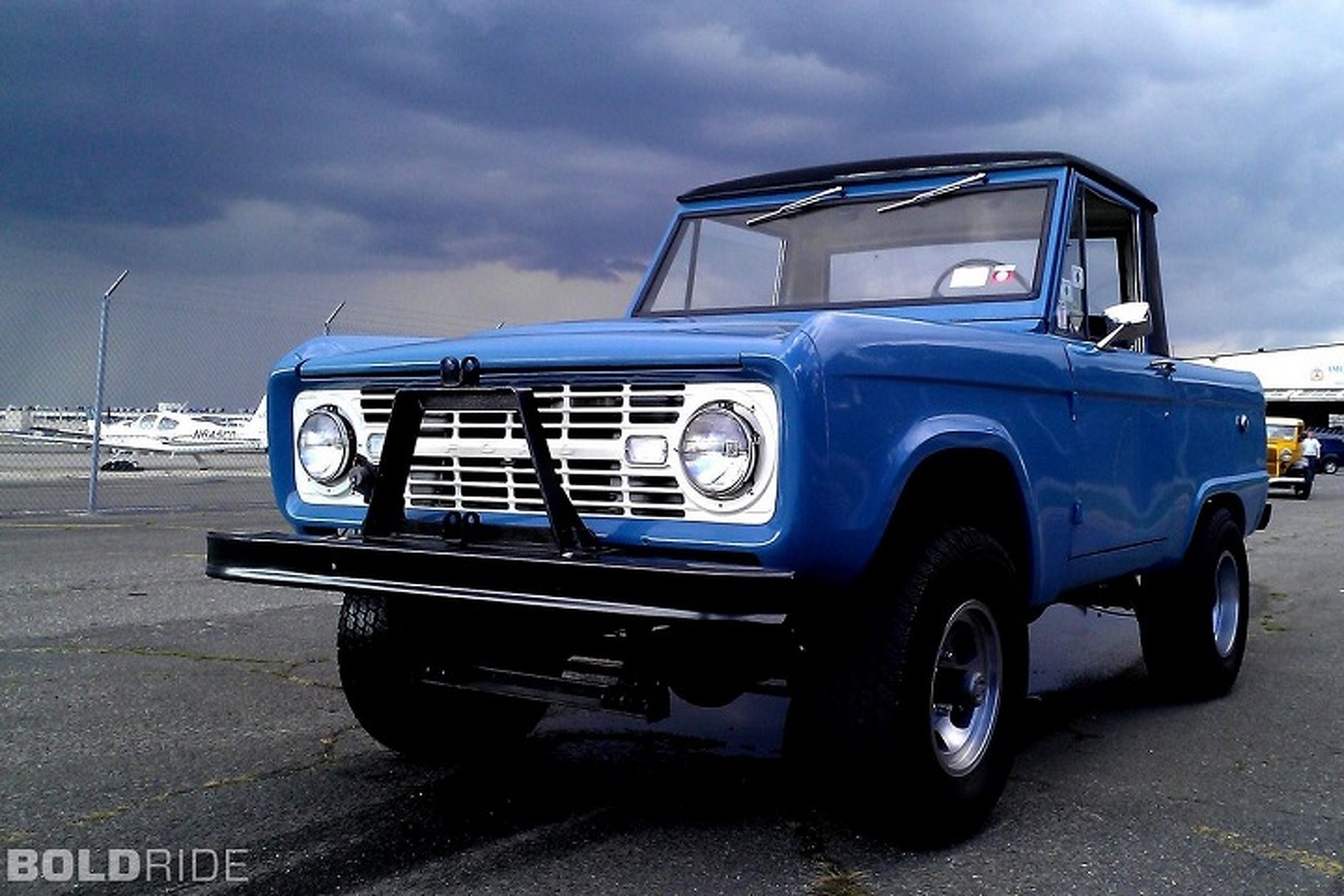 ford 39 s first compact suv the 1966 bronco. Black Bedroom Furniture Sets. Home Design Ideas