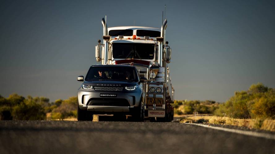 The 2018 Land Rover Discovery goes on the pull