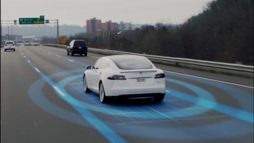 La Tesla evita un incidente, proprio come avrebbe fatto una Panda... o quasi [VIDEO]