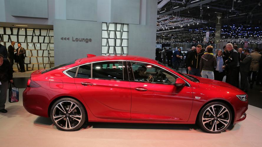 Volkswagen Passat'ı gözüne kestiren 2017 Opel Insignia Cenevre'de