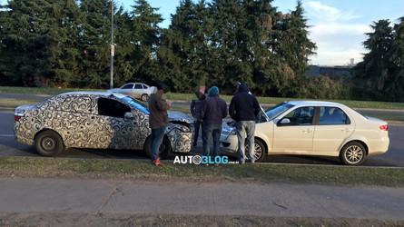 Versão sedã do Argo, X6S é visto rodando em corpo de Grand Siena