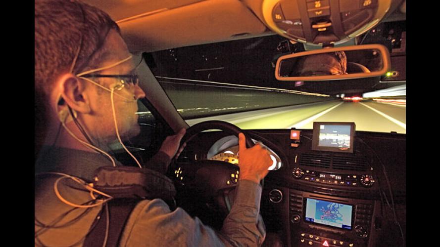 Mercedes kämpft gegen Schlaf: Automatisches Warnsystem