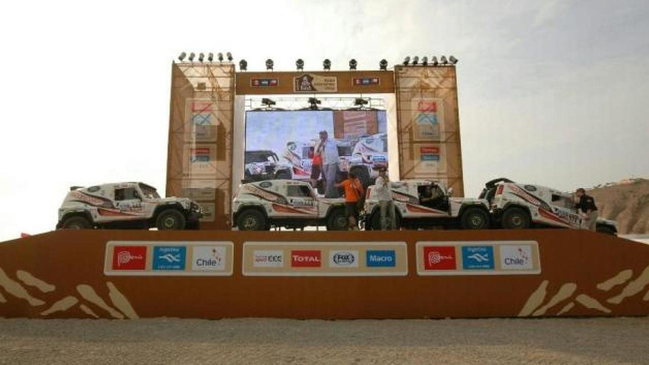 Land Rover sponsored Race2Recovery Team for 2013 Dakar Rally 04.1.2013