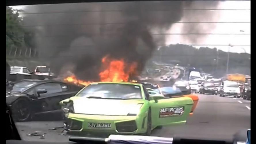 Vídeo: três Lamborghinis se envolvem em acidente e pegam fogo na Malásia