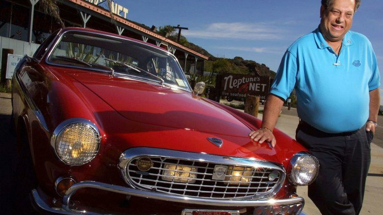 Irv Gordon with his 40 year old Volvo P1800