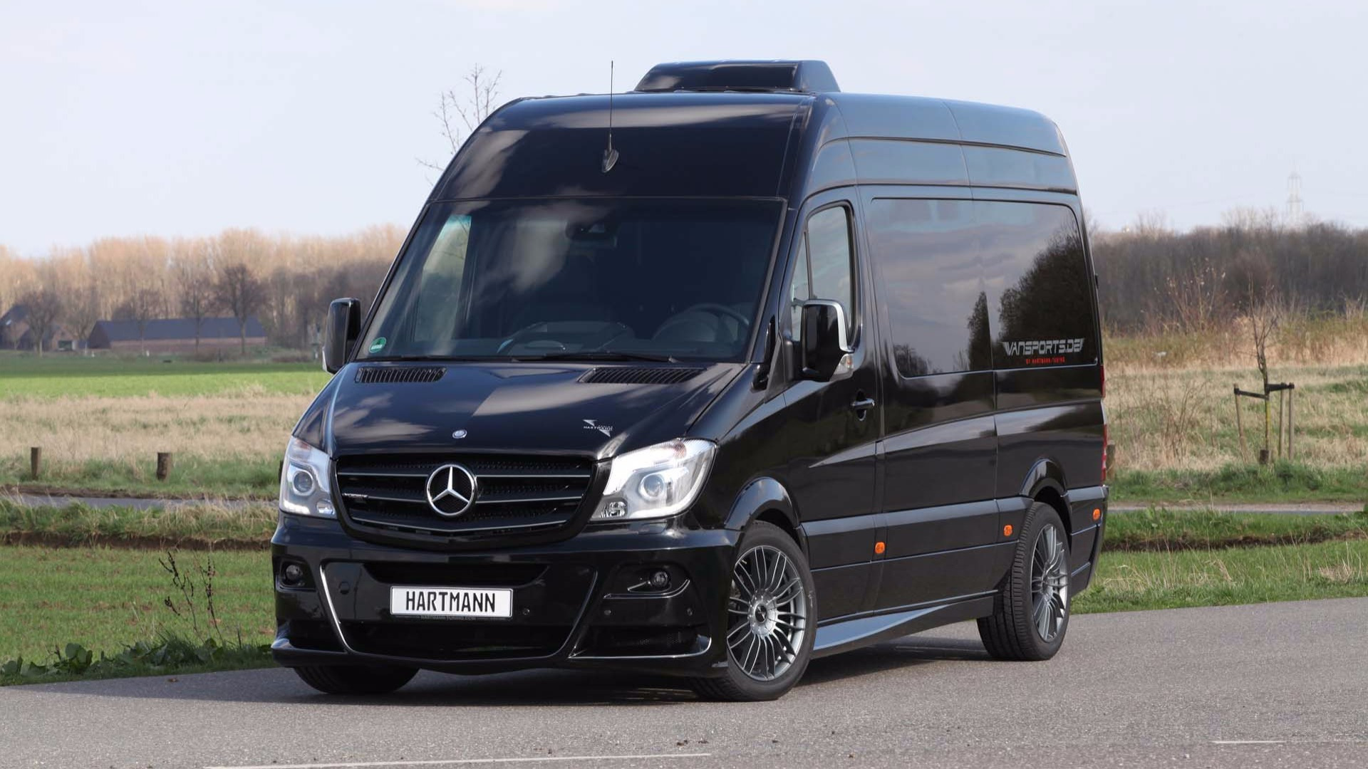 2019 Mb Sprinter >> Hartmann Custom Mercedes Sprinter Makes Efficient Use Of Space