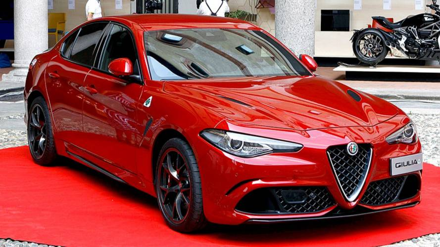 le design de l 39 alfa romeo giulia r compens. Black Bedroom Furniture Sets. Home Design Ideas